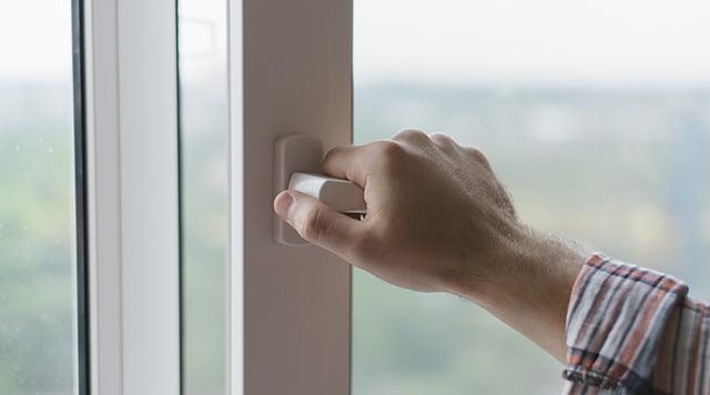 Åbne vinduer kan være en kold omgang. men 3 gang om dagen i ti minutter er det anbefalede.